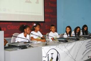 Exibição de vídeos produzidos pelas escolas